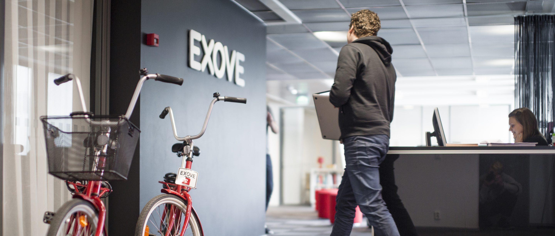 Exove_man walking at office